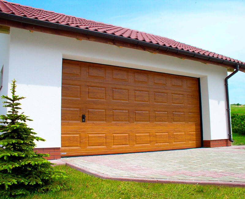 При строительстве гаража обратите внимание на то, что въезд должен быть комфортным, особенно для начинающего водителя.
